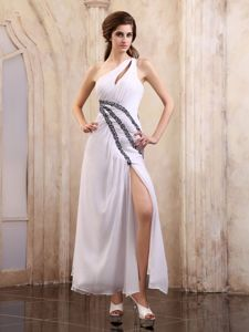 Special Shoulder Ruched Graduation Dress with Slit on the Side and Appliques in Oban