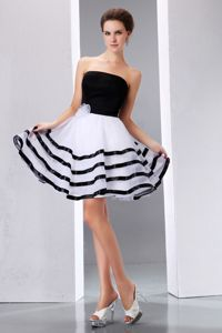 Black and White Cute Graduation Dresses Strapless Knee-length