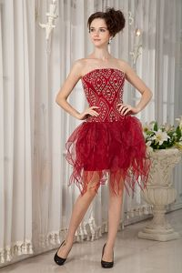 Wine Red Strapless Junior Graduation Dresses Beading Mini-length