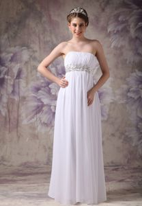 White Empire Strapless Graduation Dress with Appliques in Floor-length