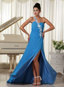 Appliqued One Shoulder High Slit Middle School Graduation Dresses in Sky Blue