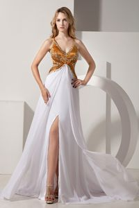White V-neck Brush Train College Graduation Dresses with Beading and Slit