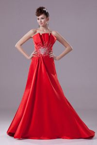 Elegant Evening Dresses for Graduates in Red with Brush Train in