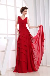 V-neck Red Middle School Graduation Dresses with Ruffles in Floor-length