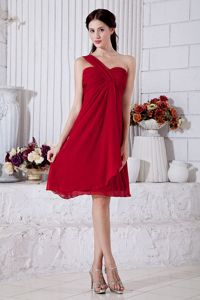 One Shoulder Wine Red Graduation Dresses for High School in Knee-length
