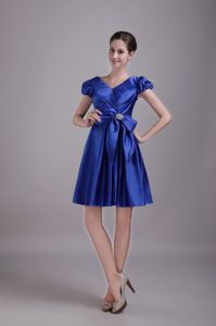 V-neck Short Sleeves Blue Short Graduation Dresses for Girls with Bow
