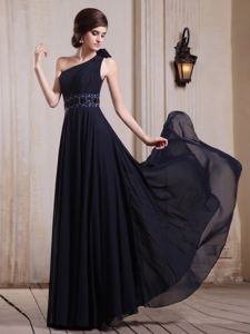 Chiffon Empire Navy Blue One Shoulder Graduation Dress with Rosettes