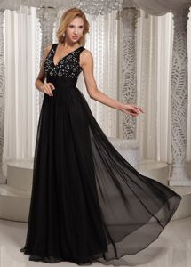 V-neck Black Chiffon Graduation Dress for Girls with Beading Decorations